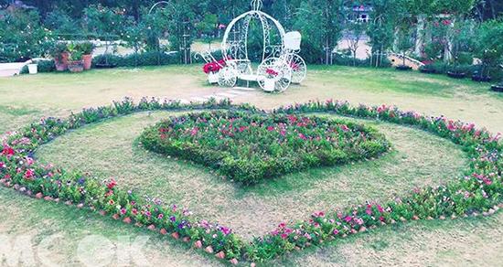 雙心玫瑰造景好浪漫 6千坪歐風莊園拍不完